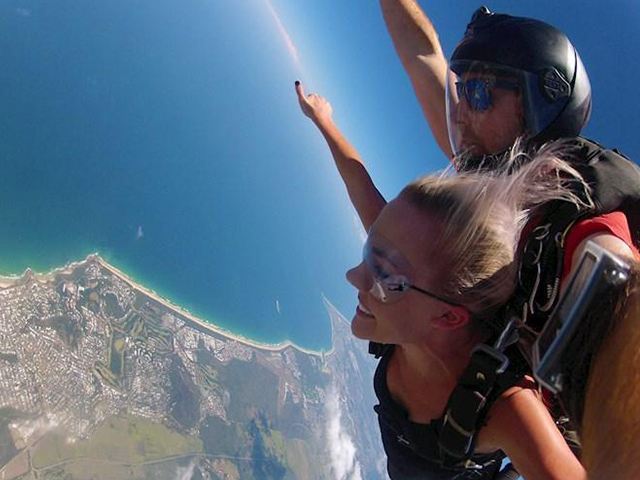 Cover Image of 15000 ft Tandem Skydive Cairns