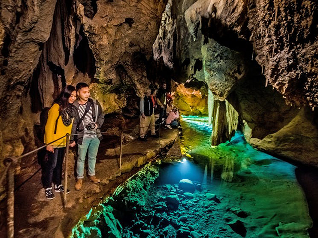 Cover Image of Jenolan Caves